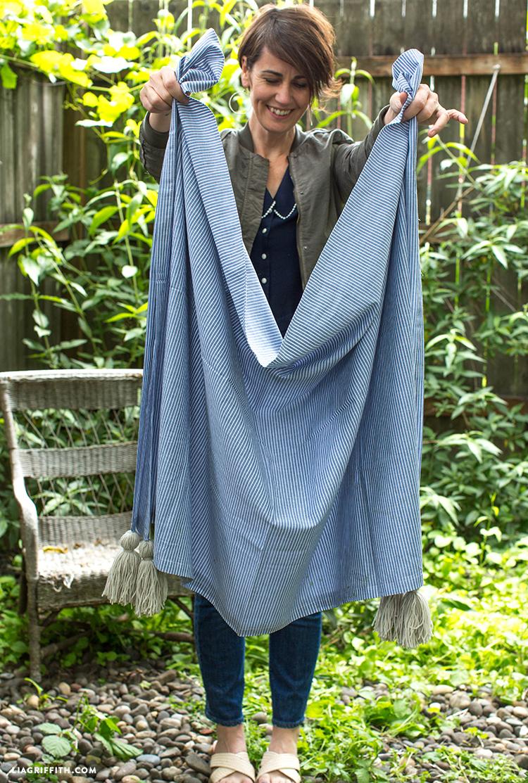 Yarn Tassel DIY Blanket
