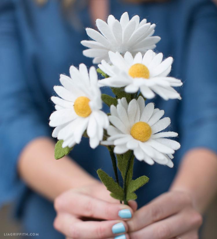 easy felt daisies
