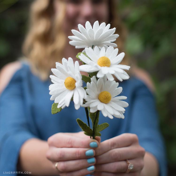 diy felt daisies