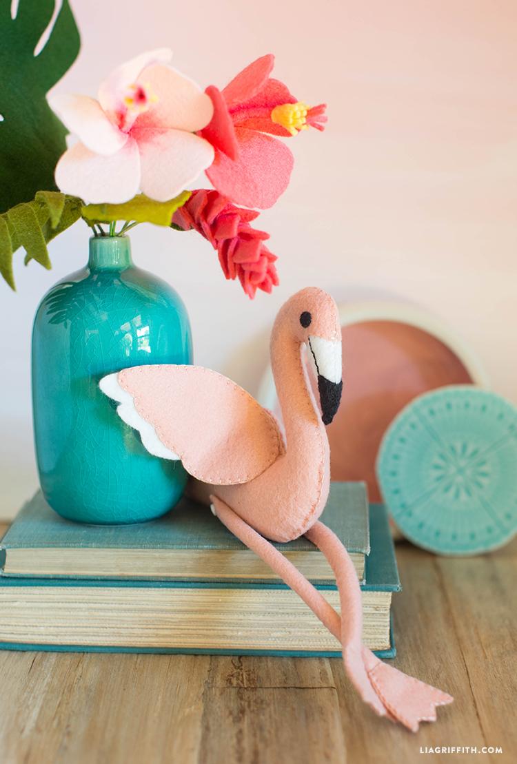 diy felt flamingo stuffie