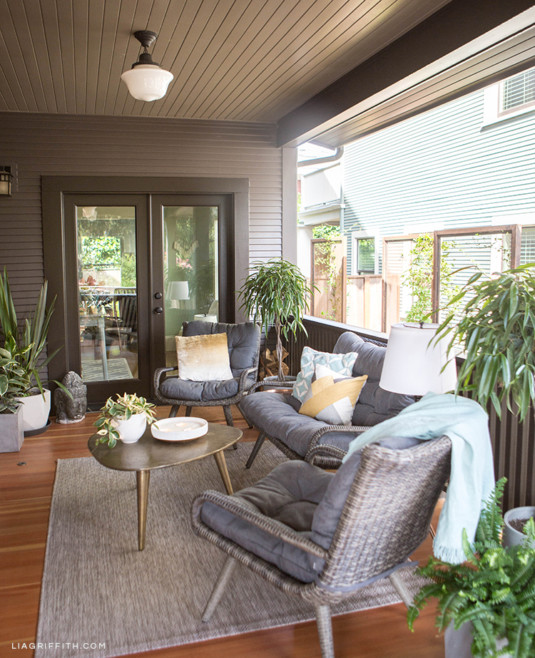 Fronnt porch with Hayneedle wicker conversation set, cocktail table, and indoor/outdoor area rug