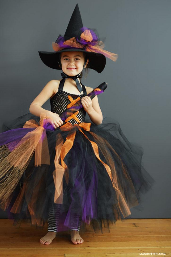 Kids' DIY witch costume
