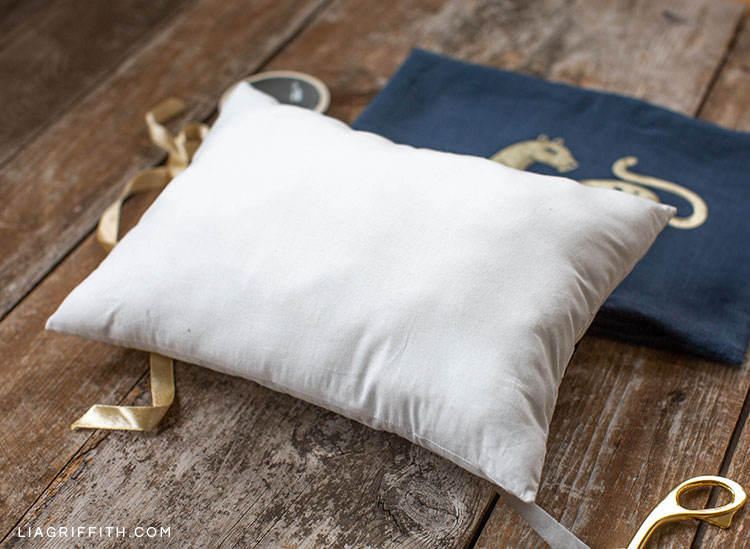 DIY pillowing filling with DIY art deco wild cat pillow cover