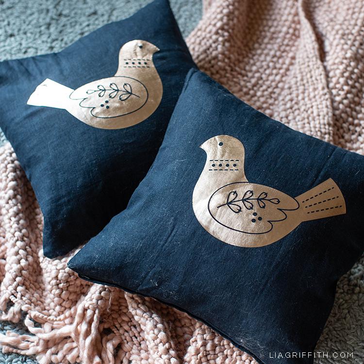 winter bird pillow iron-on design