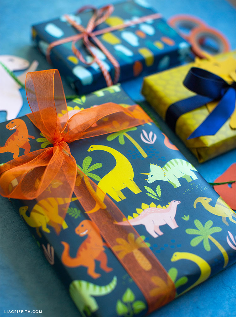 printable dinosaur wrapping paper with bow