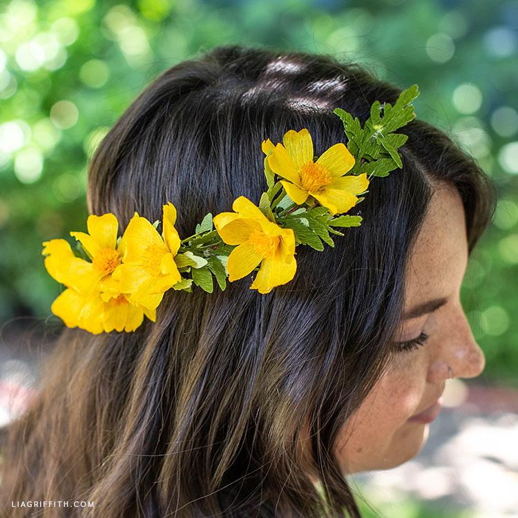 crepe paper woolly sunflower head wreath
