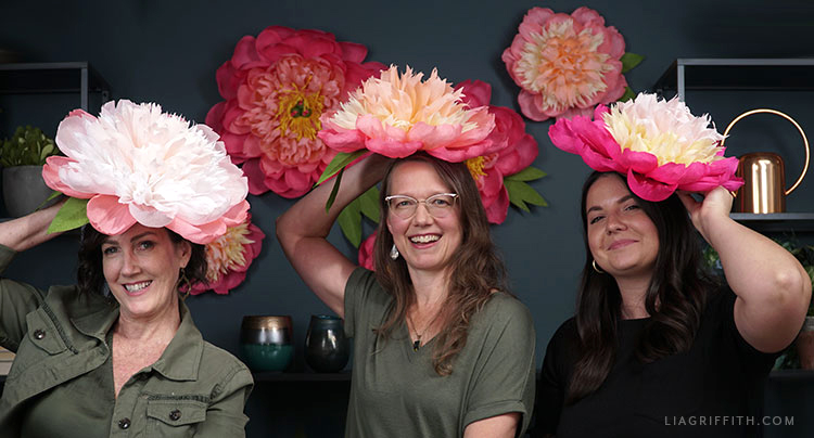 DIY jumbo crepe paper bomb peonies for our September Member Make