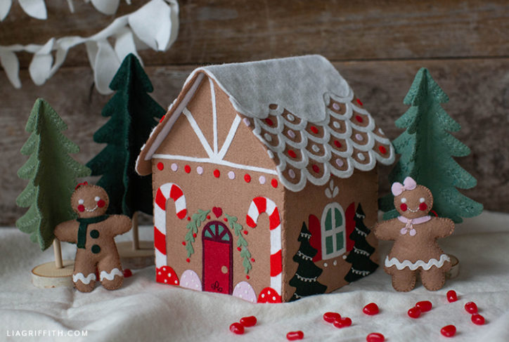 felt gingerbread house with gingerbread people