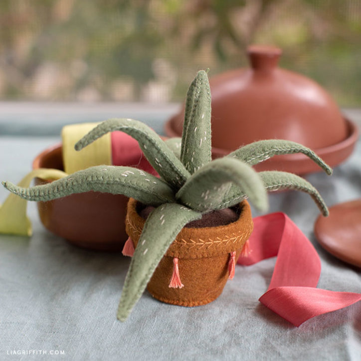 DIY felt aloe vera plant