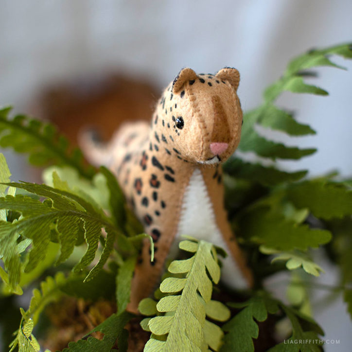 DIY felt leopard stuffie