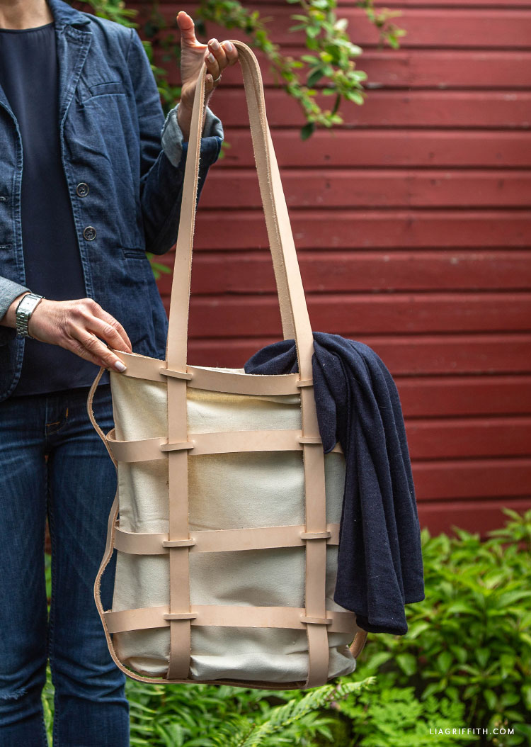 Canvas bag with woven leather design