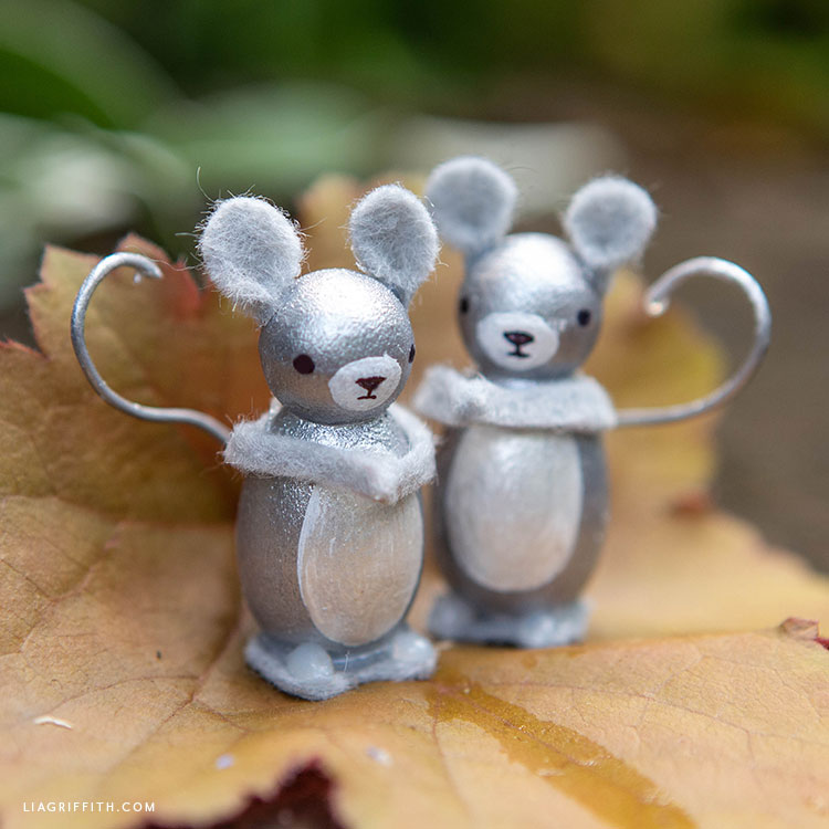 DIY mouse peg dolls
