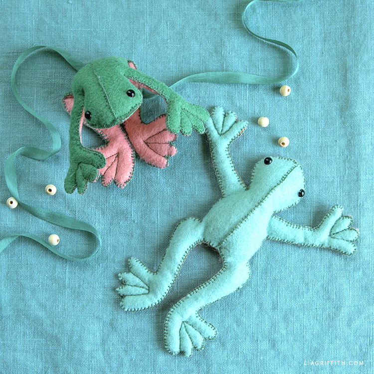 DIY felt beanbag frogs