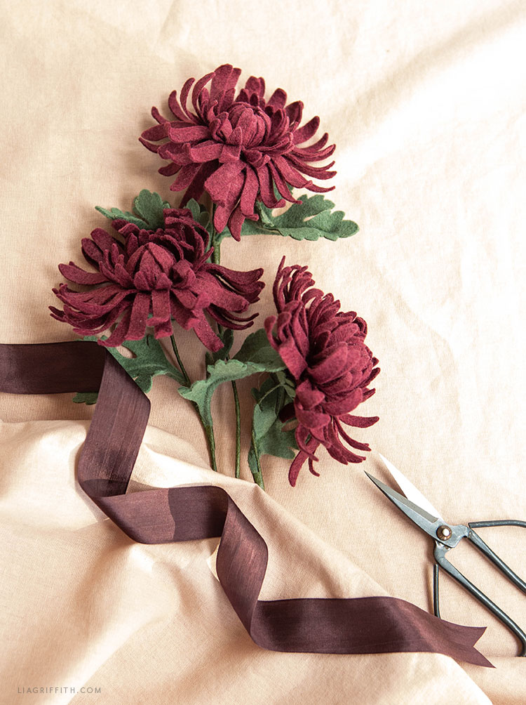 DIY felt chrysanthemums