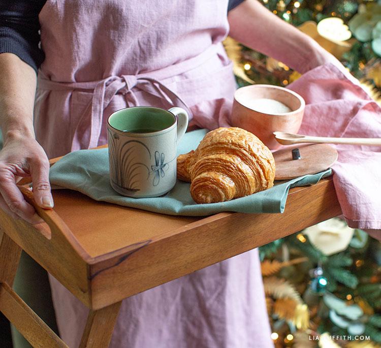 kézzel készített reggeli tálca