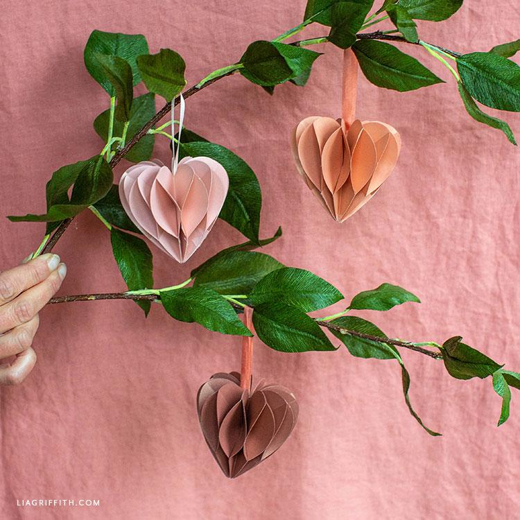 kézzel készített matt papír méhsejt szívek