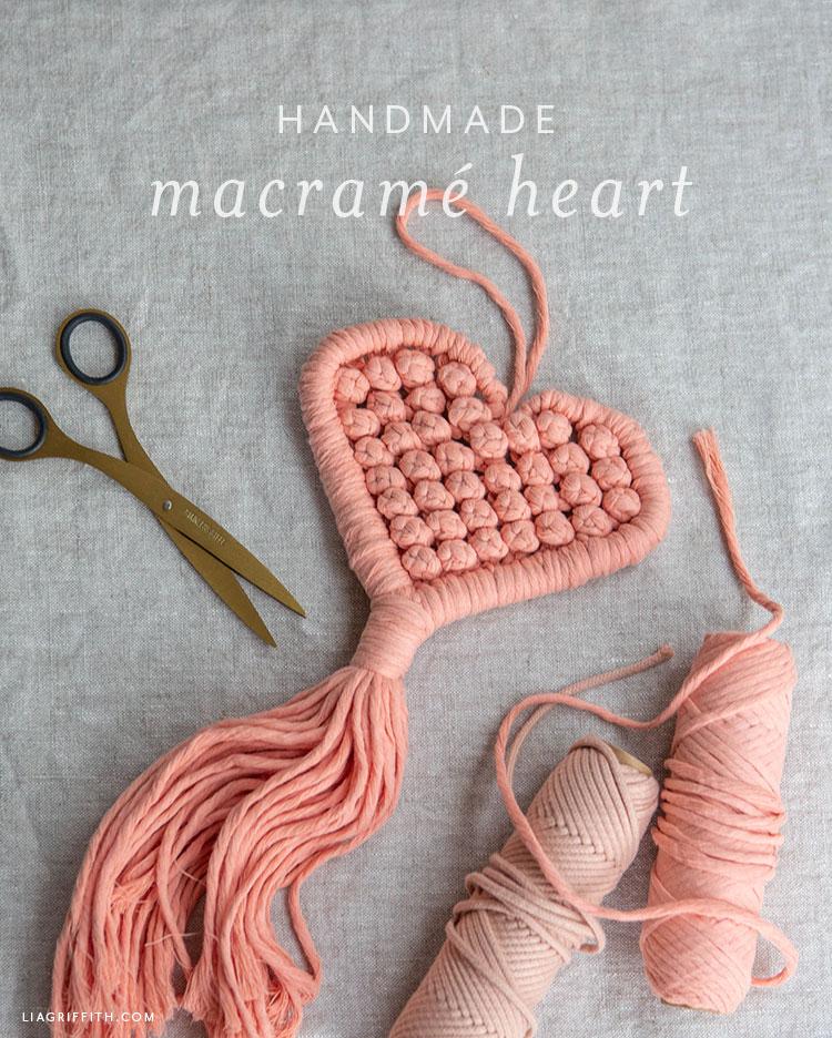 kézzel készített makramé szív