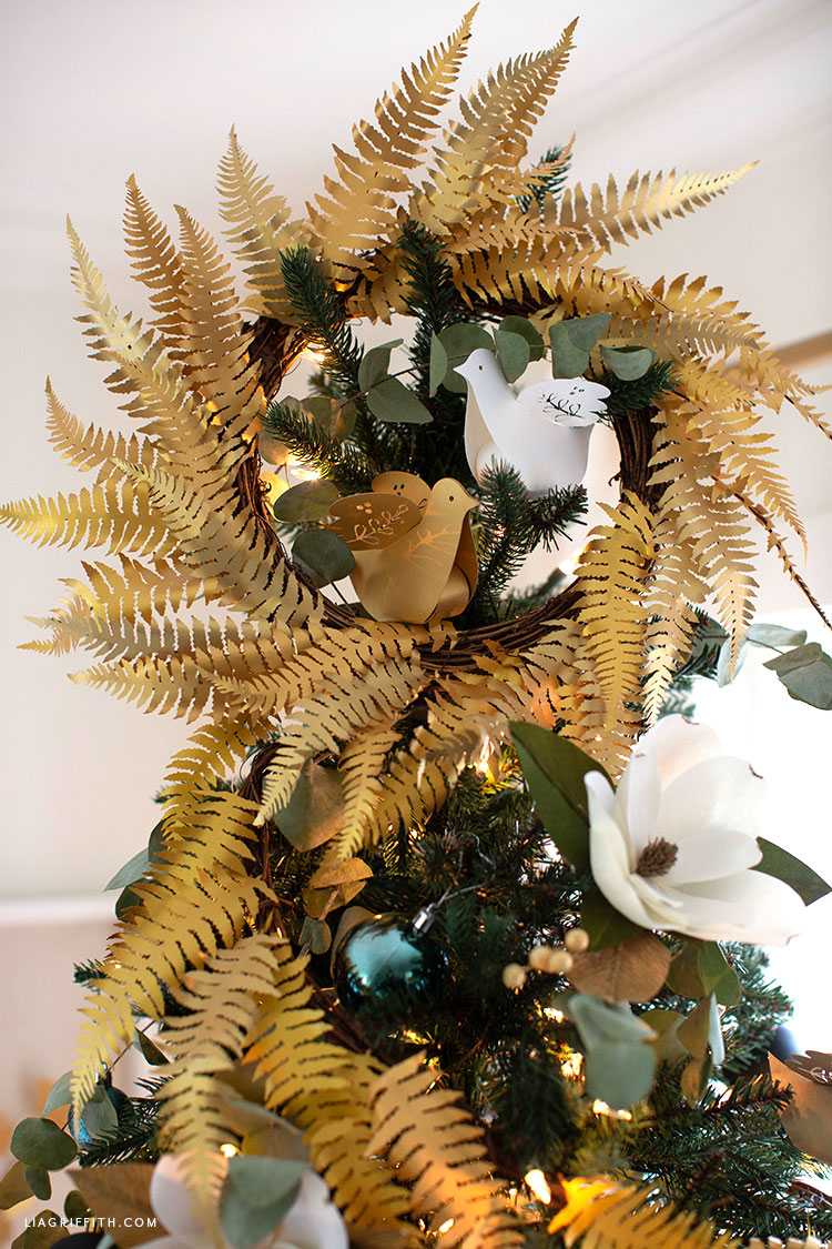 frosted paper fern wreath tree topper