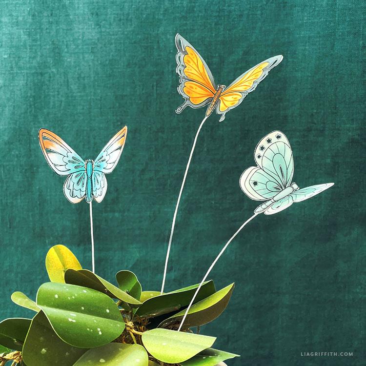 Borboletas de papel faça você mesmo para plantas e arranjos de flores